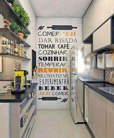 Destaque para parede com frase 😍#cozinha #cozinhapequena #charme