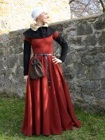 A kirtle from the second half of the fifteenth century; Separated bodice is constructed form three parts, the skirt gathered around the waist and forming beautiful folds. The dress is short-sleeved; the additional sleeves are attached Medieval Costume, Medieval Dress, Medieval Fashion, Medieval Clothing, Historical Costume, Historical Clothing, Historical Photos, 15th Century Clothing, Fantasy Costumes