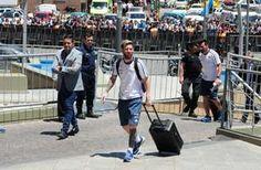Un susto pasajero Movidito fue el viaje de la Selección Argentina rumbo a San Juan. El vuelo chárter que partió cerca del mediodía desde el aeropuerto de Ezeiza se ... http://sientemendoza.com/2016/11/14/un-susto-pasajero/