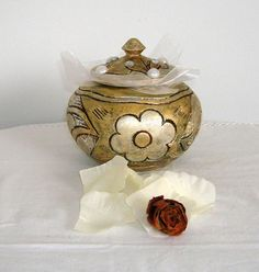 Vintage jewelry box painted and gold and silver patina di Syell