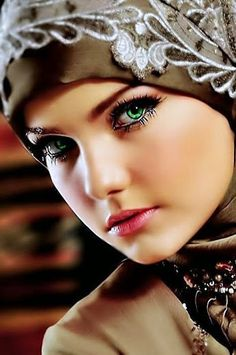 Oh, Marie's the name, of his latest flame! The prettiest green eyes anywhere… Oh, Marie's the name, of his latest flame! The prettiest green eyes anywhere! Stunning Eyes, Gorgeous Eyes, Beautiful Hijab, Pretty Eyes, Cool Eyes, Beautiful Women, Beautiful Gif, Beautiful Dresses, Girl Face
