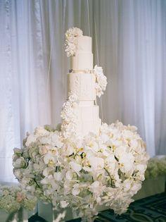 All White Ritz Carlton Half Moon Bay Wedding Suspended Wedding Cake, Tall Wedding Cakes, Luxury Wedding Cake, Themed Wedding Cakes, Elegant Wedding Cakes, Dream Wedding, Wedding Cake Table Decorations, Wedding Cake Display, Wedding Types