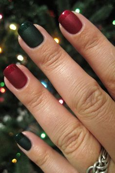 The latest nail trend draws its inspiration from your favorite kind of Christmas sweater.