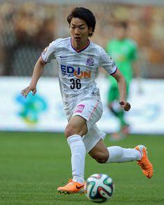 [ J1:第11節 神戸 vs 広島 ] 後半途中に高萩洋次郎と交代で出場した、川辺駿(広島/#36)。今シーズン初出場を果たしたものの、チームを勝利に導くことは出来なかった。 タグ:川辺駿  2014年5月3日(土):ノエビアスタジアム神戸