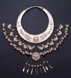 China | Silver necklace from the Miao people | 20th century