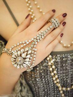 A Gatsby Christmas Party Sara du Jour Roaring 20s Party, 1920s Party, 1920s Wedding, Party Wedding, Roaring Twenties, Wedding Ideas, Wedding Inspiration, 1920 Great Gatsby, Great Gatsby Party