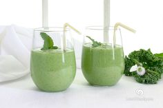 Vegan Kale Smoothie 4 stalks of refrigerated kale 1 refrigerated Granny Smith apple 1 refrigerated kiwi 1 banana avocado 1 to cups rice, almond or soy milk, cold Fresh mint leaves Kale Smoothie Recipes, Vegan Smoothies, Mint Smoothie, Avocado Smoothie, Dairy Free Recipes, Vegan Recipes, Green Apple Recipes, Healthy Drinks, Healthy Eating