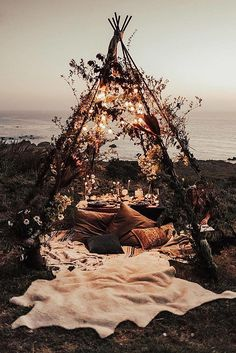 table setting similar to this, just minus the teepee.- table setting similar to this, just minus the teepee. table setting similar to this, just minus the teepee. Belle Photo, Outdoor Living, Outdoor Spaces, Garden Parties, Outdoor Parties, Dinner Parties, Places To Go, Beautiful Places, House Beautiful