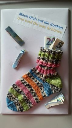 Regalo para un colega Tengo un trozo de cartón del tamaño de un . - Regalo para un colega Tengo un trozo de cartón del tamaño de un … … – Salud – - Don D'argent, Birthday Presents, Fingerless Gloves, Arm Warmers, Diy Gifts, Gifts For Women, Diy And Crafts, Happy Birthday, Gift Wrapping