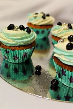 Kakkuviikarin vispailuja!: Kardemummaiset mustikkamuffinssit