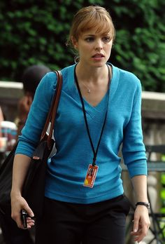 The Genteel perfection of Rachel McAdams McAdams found fame in starring in the teen comedy Mean Girls and the romantic drama The Notebook. Rachel Mcadams, Canadian Actresses, Actors & Actresses, Hollywood Actresses, Mtv Movie Awards, Helen Mirren, Comedy Films, Mean Girls, Celebs