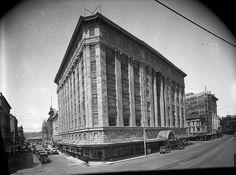 The DIC Building, taken from opposite the Lambton Quay and Brandon Street corner, Wellington, 1929