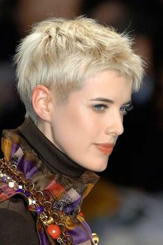 very short blonde hair pixie cut 2016 Celebrity Pixie Cut, Short Pixie Haircuts, Hairstyles Haircuts, Cool Hairstyles, Hairstyle Ideas, Choppy Haircuts, Blonde Hairstyles, Hair Styles 2016, Medium Hair Styles