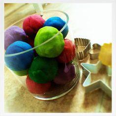 NH Mamas: The Perfect Homemade Playdough