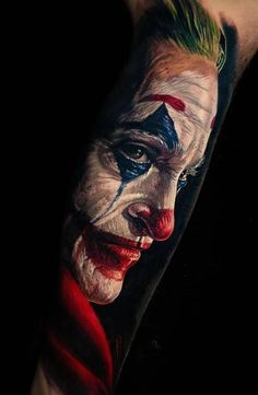 Joker tattoo is probably one of the most popular tattoos among the comic fans. People are fascinated by the Joker. Leg Tattoos, Arm Band Tattoo, Sleeve Tattoos, Tattoos For Guys, Cool Tattoos, Joker Tattoos, Tattos, Bat Joker, Joker Art