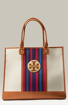 Hey! I have this bag!!! Can't wait to bust it out again for spring/summer ☀️