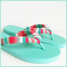 Why just wear ordinary flip flops when you can wear FABULOUS flip flops that are uniquely you. This is a great stash buster project that uses the tiniest bits of yarn and can be done in an afternoo… Crochet Sandals, Crochet Boots, Crochet Slippers, Crochet Clothes, Crochet Crafts, Free Crochet, Flip Flop Craft, Crochet Flip Flops, Cute Flip Flops