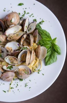 How to make this restaurant-style dish - Clams and Spaghetti. Also known as, Spaghetti aglio e olio in Italy, this is a traditional dish from Naples. It's a simple meal that is easy to make. Ask Chef Dennis Chicken Spaghetti Recipes, Shellfish Recipes, Seafood Recipes, Cooking Recipes, Pasta Recipies, Clam Recipes, Oyster Recipes, Vegan Recipes, Pastries