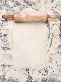 baking background with flour and rustic rolling pin. Top view, place for text. Food Background Wallpapers, Cake Background, Food Backgrounds, Kitchen Background, Food Graphic Design, Food Menu Design, Food Poster Design, Baking Wallpaper, Food Wallpaper