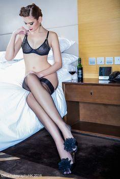 Ambiance boudoir en bas nylon à Hong Kong  https://www.cervin-store.com/fr/blog/shooting/ambiance-boudoir-en-bas-nylon-a-hong-kong