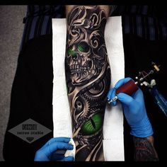 "1,071 Likes, 43 Comments - Vladimir Drozdov (@drozdovtattoo) on Instagram: ""1 сеанс (нога) Своим почерком✌️…"""