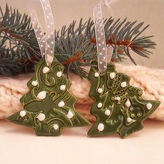 """38 kedvelés, 3 hozzászólás – Ceramiss Ceramic (@ceramiss) Instagram-hozzászólása: """"Ezeket a karácsonyfa díszeket valaki megdobálta hógolyókkal. Hm  / Christmas tree with snowball…"""" Ceramics, Instagram Posts, Ceramica, Pottery, Ceramic Art, Porcelain, Ceramic Pottery"""