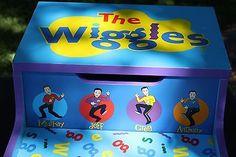 Wiggles Wooden Step Stool w/ Storage Bin Wood Child Kid 3 • CAD 37.11