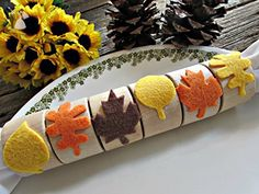 Felt Leaf and Wood Napkin Ring Holders for Autumn Parties / Thanksgiving Table Decoration (Set of 4, 6, 8, 10, 12) - Wedding table decor (*Amazon Partner-Link)