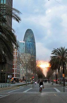 Atardecer en la avenida Diagonal en Barcelona.