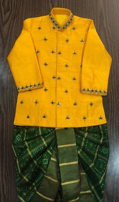 Bandani dhoti paired with raw silk kurta Kids Indian Wear, Kids Ethnic Wear, Baby Boy Ethnic Wear, Kids Party Wear Dresses, Kids Dress Wear, Kids Wear, Boys Clothes Style, Cool Baby Clothes, Mom And Son Outfits