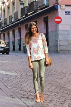 Limited editions are coming soon to a CAbi girl near you! have you booked some time to see them? The floral top will go so well with our coast crop pants. Make time today! Daily Fashion, Spring Fashion, Autumn Fashion, Frock Fashion, Fashion Outfits, Womens Fashion, Fashion Tips, Olive Skinnies, Olive Pants