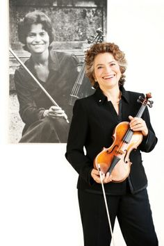 Jeanne Lamon is retiring as music director for the Tafelmusik Baroque Orchestra.