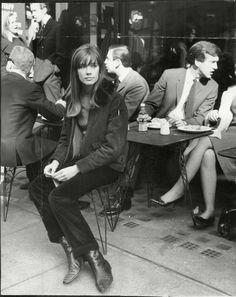 French musician Françoise Hardy François Hardy, French Cafes, Françoise Hardy, Vintage Fashion, Fashion Vintage, Tomboys Style, Style Icons, Francois Hardy, ...