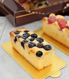 When you look at this fruity cake, you may think this is Fruit Pastry Cake that I made last year. Nope! This is actually a butter cake with some fresh fruits added on top and you may notice there is bread flour added in the recipe. I first came across using bread flour for baking is …
