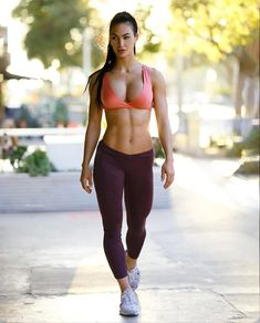 Katelyn Runck is a 27 year old American fitness model from Dakota. Now she is a competing bikini athlete WBFF Pro, online coach and the owner and wellness Hot Girls, Girls With Abs, Girls Fit, Sporty Girls, Fitness Inspiration, Fit Women, Sexy Women, Model Training, Gym Training