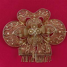 Tra le splendide collezioni di filigrande del Museo Leone di Vercelli alcuni esemplari di gioielli esposti.
