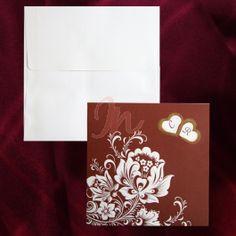 Invitatie din carton crem si bordo ornata cu design floral in relief si doua inimioare decupate si delimitate cu un design auriu prin care se vad initialele mirilor tiparite in interior. Plicul crem este inclus in pret.  #invitatii de #nunta #mirese #rosu