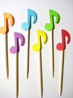 24 colores musicales notas partido por ThePrettyPaperShop en Etsy 1st Birthday Cakes, Baby 1st Birthday, First Birthday Parties, Birthday Party Themes, Music Activities For Kids, Music Lessons For Kids, Music Themed Parties, Music Party, Beatles Party