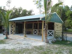 Small horse barn for warmer climates