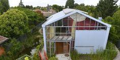 Maison bioclimatique sous serre par Agence Action Architecture, Libourne (33) France | Construire Tendance