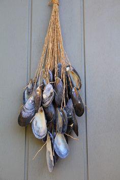 Prolonger vos vacances avec cette jolie suspension très tendance esprit nature avec coquillages de moules ramassés en bord mer. Les moules ont un aspect bien mat avec des jolis r - 10050883