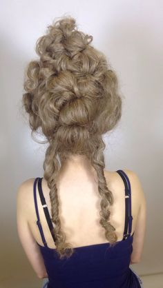 18th century hair from behind