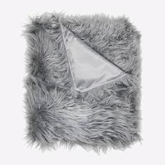 Cuddle up under our collection of super soft blankets and throws. Our decorative throw blankets will keep you cozy in a variety of styles and colors. Grey Throw Blanket, Fur Blanket, Dorm Gifts, College Room Decor, Dorm Room, Looks Chic, Cute Beauty, Vinyl Cover, Faux Fur Throw