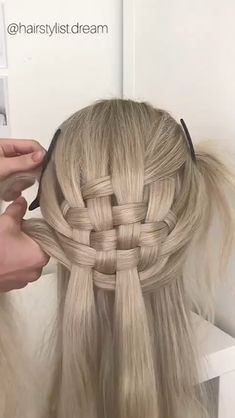 Strand braid tutorial Multiple strand zipper braid💫💕 Many of you wanted to see a tutorial for this hairstyle. 💕 It is a zipper braid with 4 strands.💁🏼♀️ I hope this is helpful. Amazing work from Shannon Styron. Easy Hairstyles For Long Hair, Girl Hairstyles, Braided Hairstyles, Elvish Hairstyles, Girl Hair Dos, Hair Upstyles, Natural Hair Styles, Long Hair Styles, Hair Videos