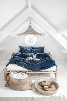 As nature begins to change its colors - so do we 🍂 Navy Blue linen bedding is here to evoke feelings of coziness and warmth in your home. Navy Blue Bedding, Blue Duvet, Linen Bedroom, Bedroom Decor, Linen Bedding, Design Light, Bed Linen Design, Bed Linen Sets, Blue Bed Linen