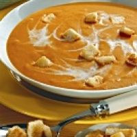 creamy tomatoe soup with asiago croutons