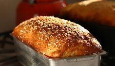 Receita simples de pão feito com farinha integral, batata doce e cará. Dois tubérculos com alto valor nutritivo. Veja como fazer...