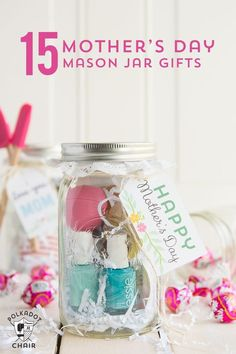 15 Clever Mason Jar Gift Ideas for Mom - perfect for a last minute gift! Adorable Last minute Mother's Day Gift ideas and 15 Mother's Day Mason Jar Gifts. Cute ideas for Mason Jar Gifts, Quick and easy gift ideas Diy Father's Day Gifts Easy, Diy Mothers Day Gifts, Father's Day Diy, Grandma Gifts, Mother Day Gifts, Gifts For Kids, Grandparent Gifts, Mom Gifts, Mason Jars