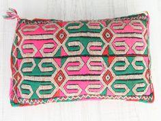 cojín bereber hecho a mano en el atlas. moroccan cushion. dar amïna shop