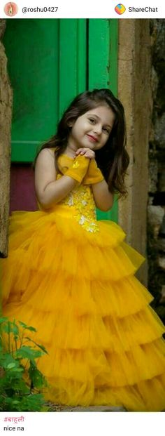 Photography kids poses girls 15 Ideas for 2019 Cute Little Girls, Cute Kids, Cute Babies, Dresses Kids Girl, Kids Outfits, Cute Baby Girl Pictures, Cute Baby Wallpaper, Kids Gown, Kids Frocks